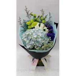 藍繡球併白玫瑰花束