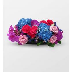 搭配豐富鮮明花材的設計,採用高級花材,跳脫一般的庸俗,...