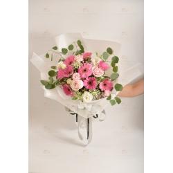 燦爛迷人(9支粉太陽菊、3支粉玫、粉珍珠、白桔梗、葉上...