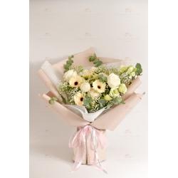 素雅(白玫瑰、白太陽菊、白乒乓、綠桔梗、洋甘菊、滿天星...