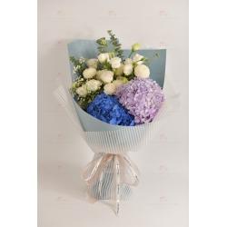 美好的(深藍繡球,紫淺繡球,白桔梗,白乒乓菊,白滿天星...