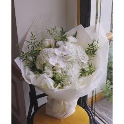 純潔珍貴(白蝴蝶蘭、白繡球、白馬蹄蘭、白桔梗、煙霧草、...