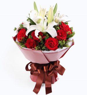 11枝红玫瑰 2枝百合