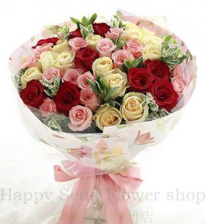 玫瑰共50枝:红玫瑰11枝、香槟玫瑰19枝、戴安娜粉玫瑰20枝
