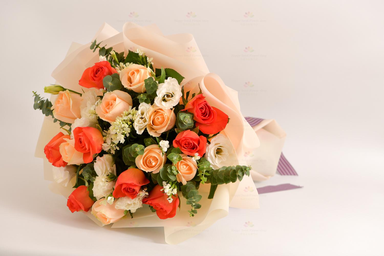 歡樂時光(8橙玫瑰,8香檳玫瑰,白桔梗,白美女英,尤加利)