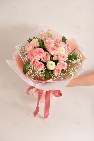 愛的宣言(18枝粉玫瑰,白乒乓菊,白滿天星,春蘭葉)
