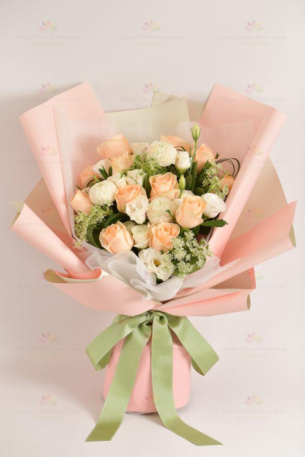 幸福滿載(香檳玫瑰,白桔梗,白乒乓菊,白飛燕,春蘭葉)