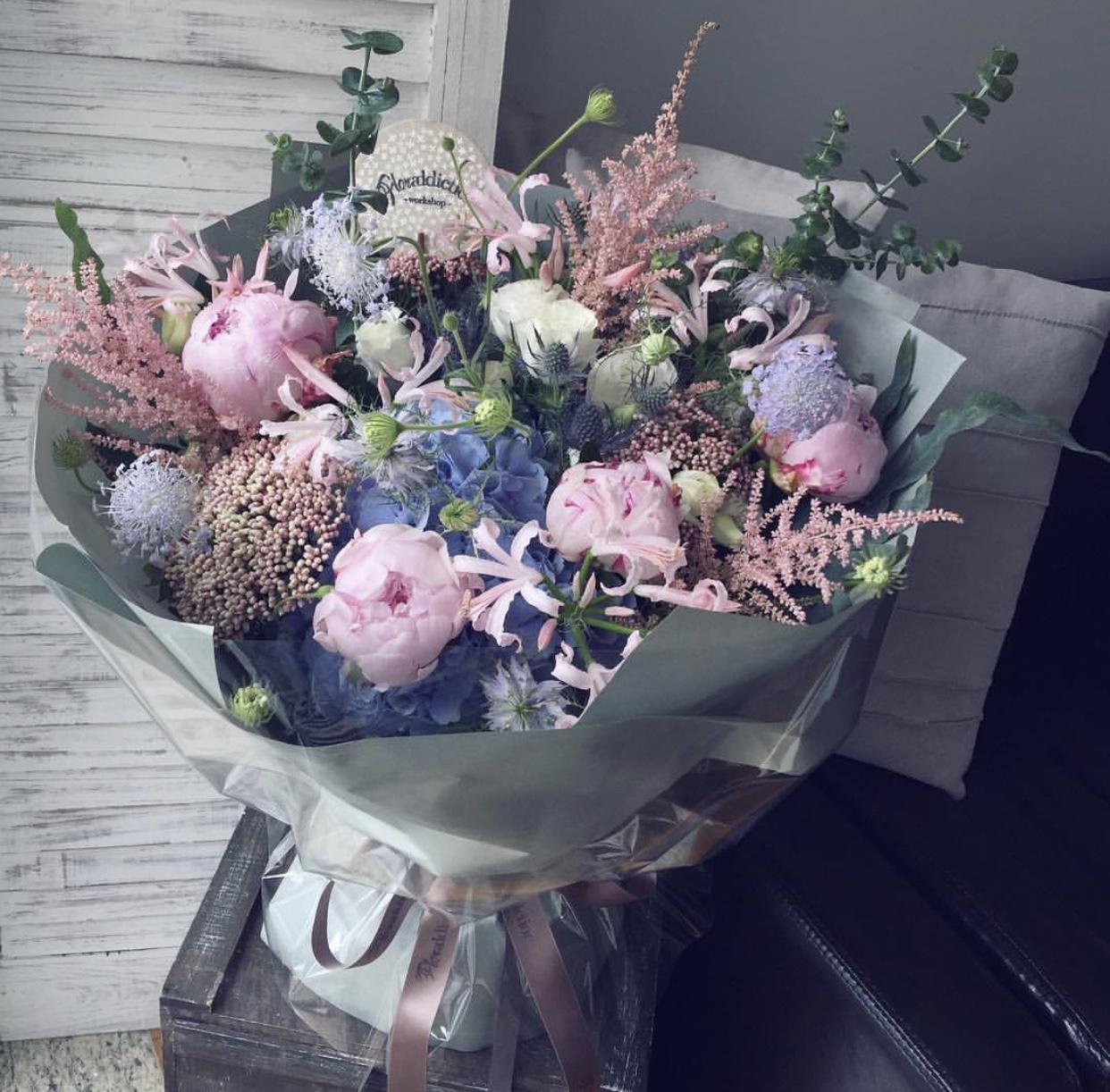 美滿(5枝進口粉牡丹,藍繡球,粉換錦,白米,紫翠珠,粉雪,高麻,尤加利)