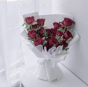 永恆承諾(19枝紅玫瑰、尤加利)